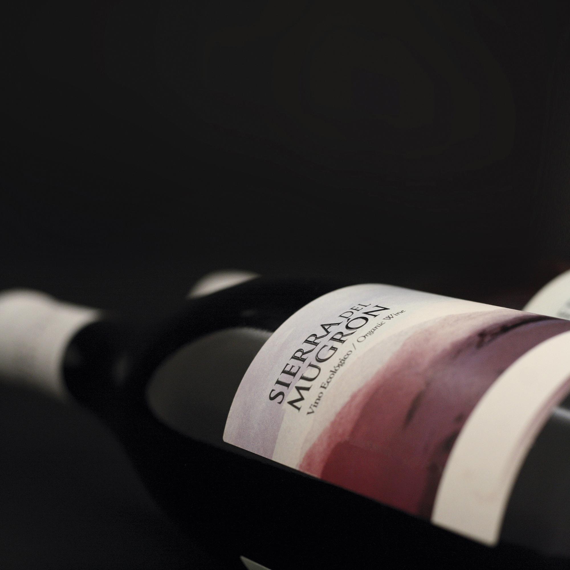 Creatividad y Diseño Etiqueta de Vino Sierra del Mugrón