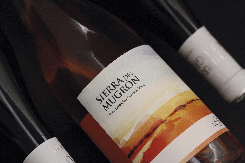 Diseño Packaging Vinos Sierra del Mugrón